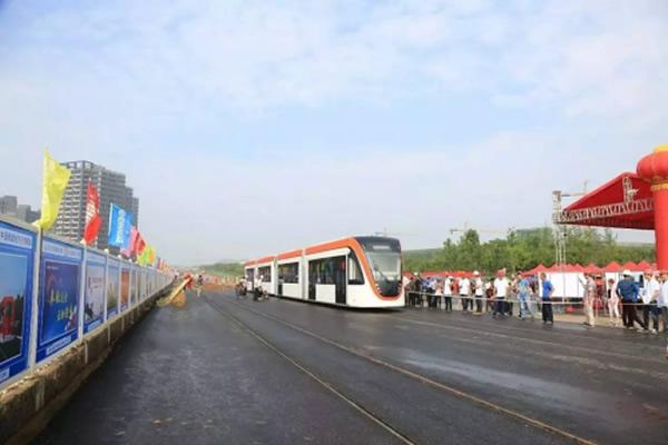 武汉纵横天地为华中首条有轨电车线路提供技术保障